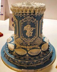 Wow! Stunning cake!