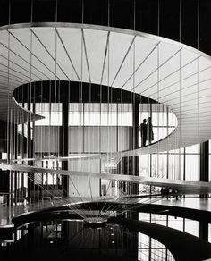 Convair Astronautics, San Diego, architect Pereira Luckman, by Julius Shulman 1958 Modern Staircase, Staircase Design, Floating Staircase, Amazing Architecture, Interior Architecture, Miami Architecture, Architecture Foundation, Architecture Images, Interior Design