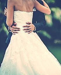 """#CARTA DE #BODAS (http://www.palabrasalacarta.com/#!cartas-de-bodas/c1zda) """"...Mi vida se ha convertido en un jardín desde que tú estás en ella. A partir de hoy y para siempre, quiero regalarte mis flores en forma de besos, caricias, risas, cosquillas, conversaciones eternas, amaneceres, anocheceres, abrazos, tormentas de las que cobijarte y caminos que allanarte."""" www.palabrasalacarta.com"""