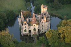 Chateau La Mothe Chandeniers - an abandoned castle in Loire Valley, France Abandoned Castles, Abandoned Houses, Abandoned Places, Haunted Places, Abandoned Buildings For Sale, Chateau Medieval, Medieval Castle, Castle Ruins, Castle House