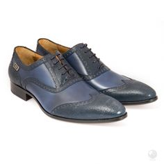 Manufacturing heritage dating back to the Specially hand made buy a select group of cobblers in Portugal. Made with Italian leather Exclusive to Feri Fashion House Blue Shoes, Men's Shoes, Shoe Boots, Dress Shoes, Men's Wedding Shoes, Italian Leather, Sexy Men, Oxford Shoes, Fashion Accessories