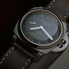 PAM 233 on a dark leather strap⌚️