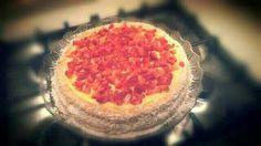 Torta con crema pasticcera e fragole
