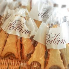 Have to stop by when I pass by front of Poilâne !!! . この店の前通ったら絶対買うでしょー! . #poilâne. #paris. #biscuit #eat. #like.