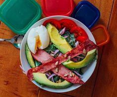 Breakfast Salad with avocado and turkey bacon (Will subst. for veggie bacon! Healthy Cooking, Healthy Eating, Healthy Recipes, Healthy Lunches, Healthy Options, Delicious Recipes, Healthy Foods, Free Recipes, Breakfast Salad