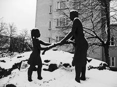 Satu Ylävaara Portfolio : Työläisäidin puistossa