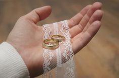 Deine Individualität ist das Schönste, das du tragen kannst!  #gold #goldfuchs #fuchs #schmuck #ringe #eheringe #hochzeit #heiraten #wedding #weddingrings #ehe #paare #liebe #verbunden #zusammen #eins #forever #gold #austria #goldschmied #handwerk #individuell #individuelleeheringe #individualität Wedding Rings, Engagement Rings, Jewelry, Fox Jewelry, Man Jewelry, Elderly Crafts, Simple Elegance, Enagement Rings, Jewlery