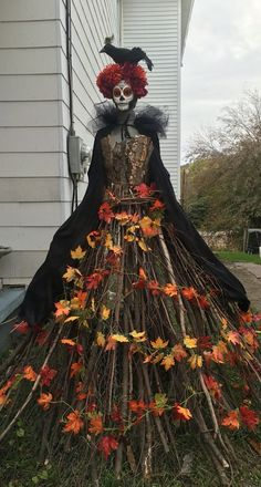 35 Creepy Witch Decorations You Have to Check Out Right Away Halloween day of the dead garden lady. The post 35 Creepy Witch Decorations You Have to Check Out Right Away appeared first on Halloween Decorations. Halloween Tags, Casa Halloween, Spooky Halloween Decorations, Creepy Halloween, Halloween Party Decor, Holidays Halloween, Halloween Witches, Happy Halloween, Scary Witch
