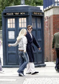 David Tennant (Tenth Doctor) and Billie Piper (Rose) Doctor Who Rose, Rose And The Doctor, Doctor Who 10, 10th Doctor, Billie Piper, David Tennant, Christopher Eccleston, Rose Tyler, Classic Series