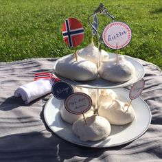 Constitution Day, May, is a big day in Norwegian history and it is still today. During the day you can see lots of flags, parades, traditional costumes and people eating ice-cream and sausages… Constitution Day, Eating Ice Cream, Free Printables, Creative Ideas, Decoration, Party, Diy, Diy Creative Ideas, Decor