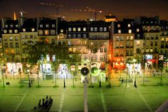 PARIS - Place Georges Pompidou - http://fuievouvoltar.com