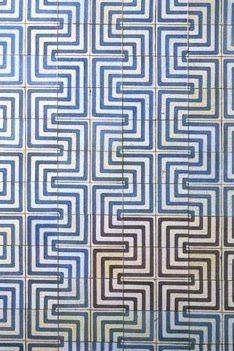 polýedros: Wallpaper groups. Portuguese tiles: Lisbon, Metro, Restauradores, Maria Keil - c2mm