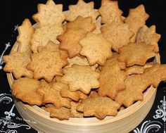 Christmas cookies with gingerbread flavors - Chez Vanda - Noel inspi Easy Christmas Cookie Recipes, Best Christmas Cookies, Christmas Baking, Noel Christmas, Easy Cake Recipes, Snack Recipes, Snacks, Spice Bread, Mantecaditos