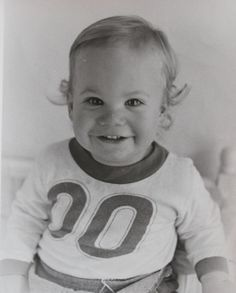 Young Paul Walker is seen in a family photo. Gorgeous baby.