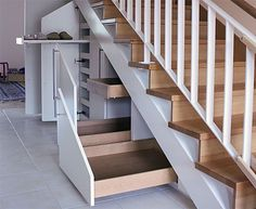 Stauraum unter der Treppe optimal nutzen - Optimal use of storage space under the stairs - the Staircase Storage, Stair Storage, Under Stairs Storage Drawers, Understairs Storage Ideas, Bedroom Storage, Secret Storage, Hidden Storage, House Stairs, Stairways