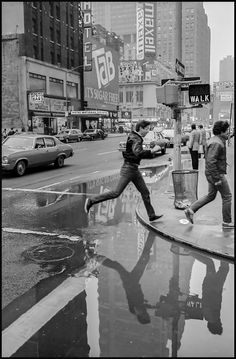 Times Square Blue Southeast corner of and ca. 1988 Photo by Bruce Martin Photography Essentials, City Photography, Amazing Photography, Photography Ideas, Black And White City, Black White Photos, Black And White Photography, Pizzeria New York, Old Paris