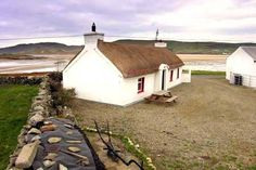 Self catering holiday cottages in Donegal, Ireland. A wide selection of holiday home providers throughout county Donegal Donegal Cottages, Cottages By The Sea, Stone Cottages, Self Catering Cottages, Irish Cottage, Hip Roof, Ireland Travel, Ireland Vacation, Cottage Style