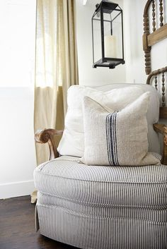A great source for excellent quality grain sack pillows - a must pin for farmhouse style & cottage style authentic grain sack pillows. Sofa Pillows, Floor Pillows, Cushions, Throw Pillows, Cottage Style, Farmhouse Style, Rustic Farmhouse, Farm Cottage, Cottage Ideas