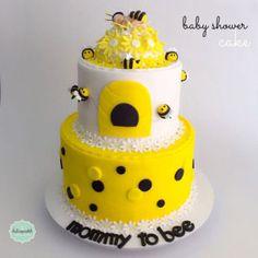 Torta de Abejas para Baby Shower en Medellín por Dulcepastel.com #baby #babyshower #girl #bee #beecake #babyshowercake #pregnant #embarazada #tortasmedellin #tortaspersonalizadas #tortastematicas #cupcakesmedellin #tortasartisticas #tortasporencargo #tortasenvigado #reposteriamedellin #reposteriaenvigado #redvelvet #redvelvetcake
