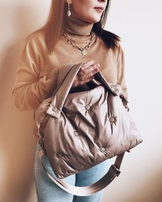 """СТЕГАНЫЕ СУМКИ. АВОСЬКИ. on Instagram: """"Эту модель очень 😍 люблю.  На мой взгляд, самая удачная для тех, кому и красиво, и удобно!  Носить можно в трёх вариациях: - за ручки(…"""" Quilted Bag, Rebecca Minkoff, Bags, Fashion, Handbags, Moda, Fashion Styles, Taschen, Fasion"""