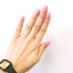 テレビなくて 暇なので投稿するぽ。  new nail♡  BBAなのに けっこーかわいらしいネイルになっちゃったな。 このカラーかわいーけど 私には似合わないーーー  他のカラーも合わせたらいいかしらん。 * * #nail#nails#nailholic#nailholic_kose#pk811 #homei#polish#simple#color#spring#pink#heart#セルフネイル#ネイルホリック#ワンカラー#ピンク#チープカシオ