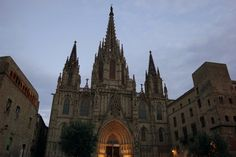 An Insider's Guide to Where to Stay in Barcelona in 2020 - Spanish Sabores - Simple Spanish Recipes & Travel Tips Spain Travel, Us Travel, Travel Tips, Easy Spanish Recipes, Barcelona Travel Guide, Hotels, Roadtrip, Night Life, Barcelona Cathedral