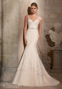 I wore this beautiful dress on my wedding day. It has padded inserts in the chest area. It needs cleaned, the bottom is a little dirty from being dragged. I'm 5'1 and weigh 117. It has 5 bustles in th