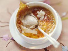 Jasmin-Creme-Brulee und Orangenkompott mit Gewürzen