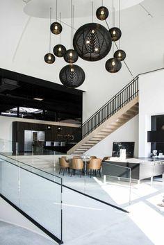 lustres en rotin noir comment bien meubler le salon esprit loft plafond haut