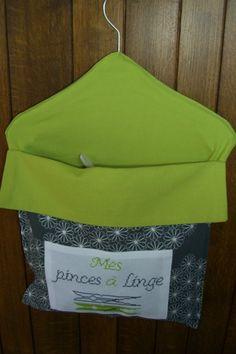 Sac à pinces 1.2 Hanger Crafts, Boutique, Hangers, Patience, Bags, Deco, Crochet, Sewing Ideas, Fabric Bags