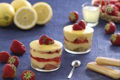 Il tiramisù alle fragole con crema di limoncello è un dolce al cucchiaio originale e delicato, fresco e ottimo per la bella stagione.