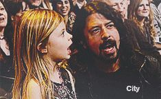 "misfitsoul: ""Dave Grohl & daughter sing Yellow Submarine "" Foo Fighters Dave Grohl, Foo Fighters Nirvana, Dave Grohl Daughter, Chris Shiflett, There Goes My Hero, Star Pictures, Yellow Submarine, Best Rock, Rock Legends"