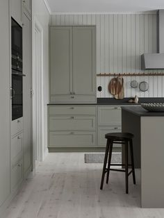 Classic shaker kitchen in grey with kitchen island Easy Home Decor, Home Decor Kitchen, Cheap Home Decor, Kitchen Ideas, Home Interior, Interior Design Living Room, Bedroom Vintage, Layout Design, Design Ideas