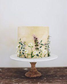 wedding cakes with flowers Hochzeitstorte Sommer Wiesenblumen Pretty Cakes, Beautiful Cakes, Amazing Cakes, Wedding Cake Designs, Wedding Cakes, Party Wedding, Summer Wedding, Bolo Nacked, Buttercream Flowers