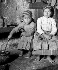 Aos 90 anos da visita de Ruth Matilda Anderson a Galicia: María do Cuco e súa irmá en O Ézaro (Dumbría)