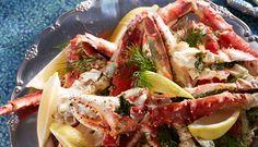 Årets nytårsmenu må gerne være lidt ud over det sædvanlige - server lækker gratineret kongekrabbe til forret. Hovedret og dessert kan du finde længere nede i artiklen.