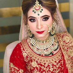 10 best makeup artist in Delhi for a perfect bridal look! Freelance Makeup Artist, Best Makeup Artist, Professional Makeup Artist, Hair And Makeup Artist, Bridal Makeup Tips, Bridal Beauty, Bridal Looks, Bridal Style, Engagement Makeup