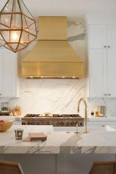 One™ kitchen faucet Whitehaven® Hayridge kitchen sink Brass makes a beautifully bold statement in the kitchen. Home Decor Kitchen, Kitchen Furniture, Kitchen Interior, Home Interior Design, Home Kitchens, Kitchen Sink, Interior Livingroom, Layout Design, La Cornue