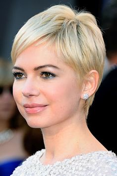 Michelle Williams sporting a short do - i love this cut. Curse this stupid cowlick that messes up my bangs!