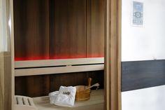 Suite mit Finnischer Sauna Sauna, Hotels, Curtains, Home Decor, Insulated Curtains, Interior Design, Home Interiors, Decoration Home