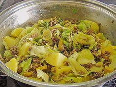 http://www.chefkoch.de/rezepte/1276161232988316/Spitzkohl-Hackfleisch-Pfanne.html