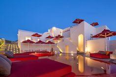 Art Hotel à Santorin en Grèce - Visit the website to see all pictures http://www.amenagementdesign.com/hotel/art-hotel-santorin-grece/