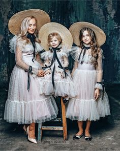 Baby Girl Dresses Diy, Vintage Girls Dresses, Gowns For Girls, Little Girl Dresses, Baby Girl Fashion, Kids Fashion, Haute Couture Dresses, Baby Gown, Gowns Of Elegance