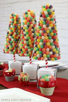 Sweet Christmas Trees, Creative Christmas Ideas for Holiday Tables Candy Land Christmas, Candy Christmas Decorations, Miniature Christmas Trees, Christmas Tree Themes, Christmas Brunch, Christmas Treats, Christmas Entertaining, Candy Topiary, Candy Trees