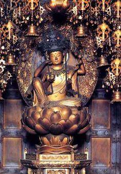 青岸渡寺如意輪観音坐像:和歌山県所在。世界遺産「紀伊山地の霊場と参詣道」の一部をなす。天竺の渡来僧・裸形上人が創建し、那智滝で見つけた如意輪観音を本尊としたと伝わる。推古天皇の勅願寺となってからは生仏聖が自然信仰の場として整備した。