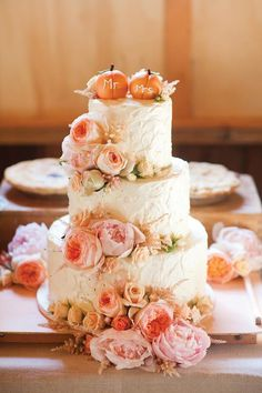 Love the icing texture and flower colors, shapes and sizes