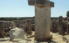 The taulas are ancient megaliths that stand on the Spanish island of Menorca, quite similar in appearance to the more famous Stonehenge.