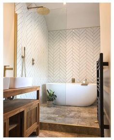 Small Bathroom With Bath, Long Narrow Bathroom, Wet Room Bathroom, Small Bathroom Layout, Upstairs Bathrooms, Wet Room With Bath, Shower Ideas Bathroom, Walk In Bathroom Showers, Small Wet Room