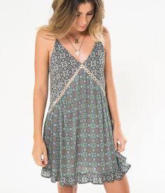 http://farmrio.com.br/br/produto/vestido-cirali/_/A-238124_3013.ptbr.farmrio