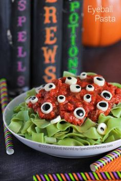 These Halloween Dinner Ideas will help you serve up some spooktackular fun! Halloween dinner recipes that are delicious and festive! Halloween Desserts, Halloween Fingerfood, Halloween Appetizers, Halloween Dinner, Halloween Food For Party, Spooky Halloween, Halloween Treats, Halloween Cookies, Halloween Halloween